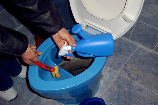 how to use toilet bowl cleaner